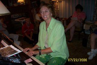 Carol tickling the ivories!